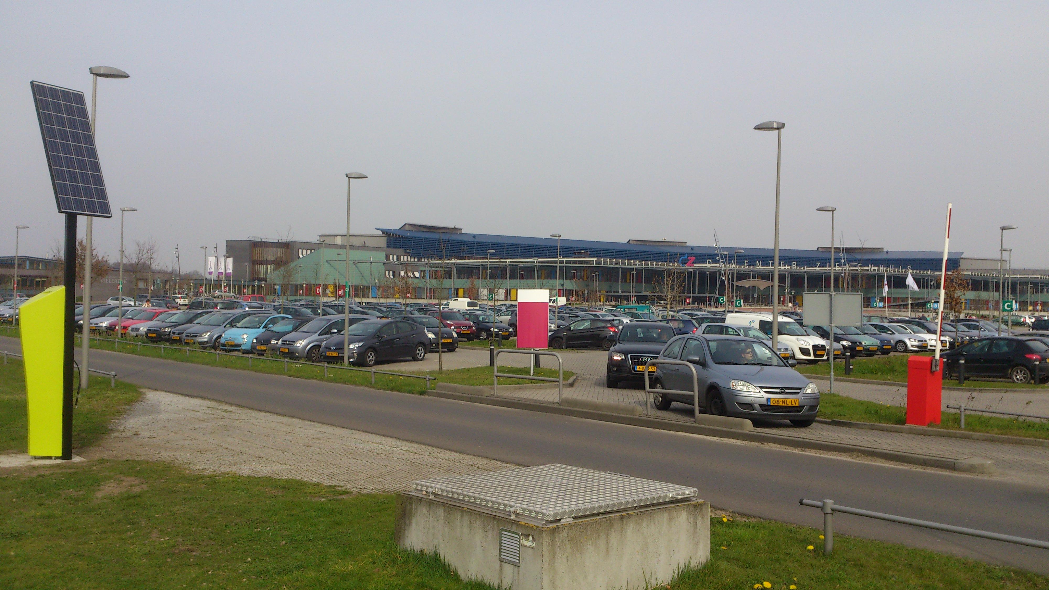 Bandenpomp op zonne-energie bij het Deventer Ziekenhuis